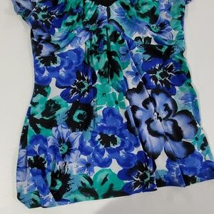 Maurices Tops - Maurices L Blue Floral vneck soft polyester